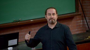 """Kozuch disertó sobre el llamado """"efecto túnel"""" en química cuántica."""